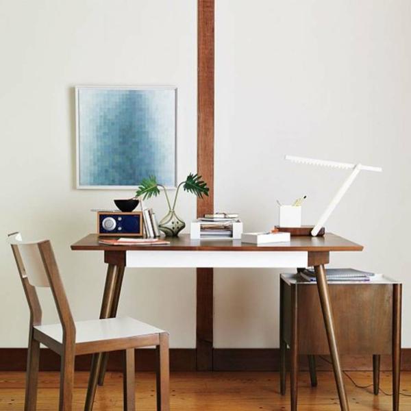 cool-design-scandinave-en-bois-et-blanc-avec-un-bureau-et-un-chaise-en-design-simple-et-élégant