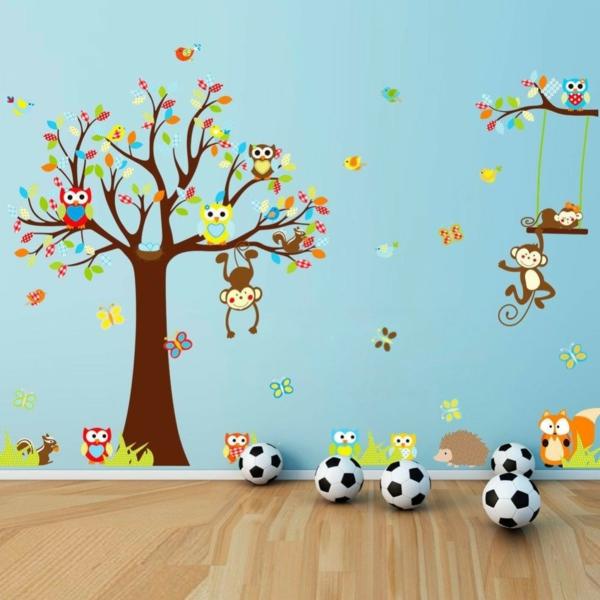 cool-stickers-pour-la-chambre-de-bebe-avec-un-arbre