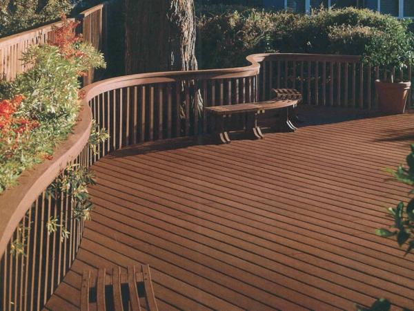 Il y a différents tonalité pour la terrasse en bois composite