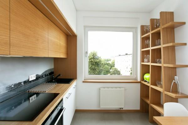 cuisine-avec-une-étagère-en-bois-et-des-armoires-en-bois-pour-un-design-pluschaleureux