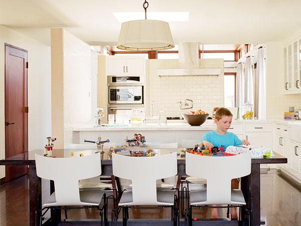 cuisine-ouverte-sur-la-salle-à-manger-cuisine-blanche-magnifique