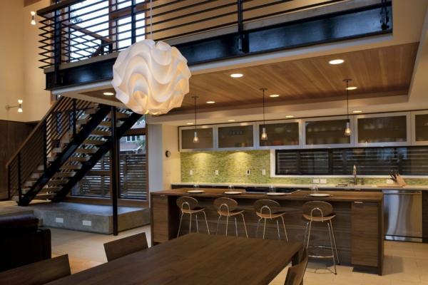 cuisine-ouverte-sur-la-salle-à-manger-cuisine-sous-escalier