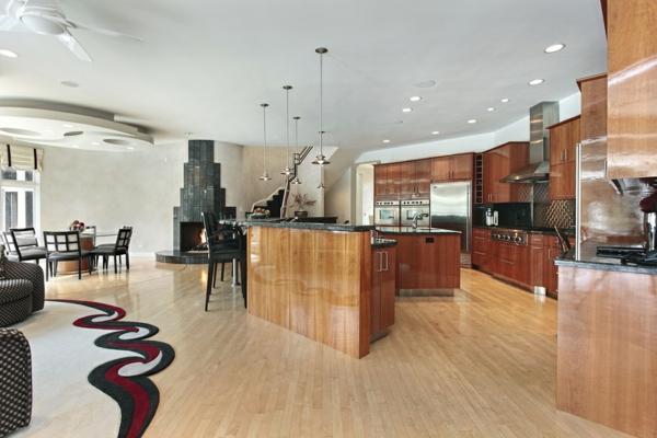 cuisine-ouverte-sur-la-salle-à-manger-cuisine-vaste-originale-une-grande-cheminée