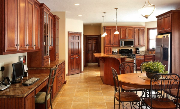 cuisine-ouverte-sur-la-salle-à-manger-et-bureau-de-travail