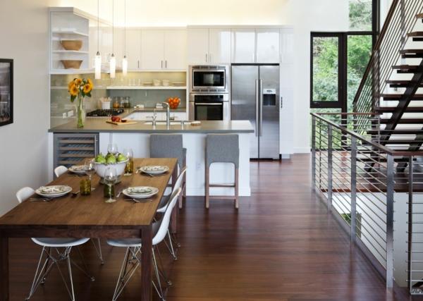 cuisine-ouverte-sur-la-salle-à-manger-intérieur-moderne-un-escalier