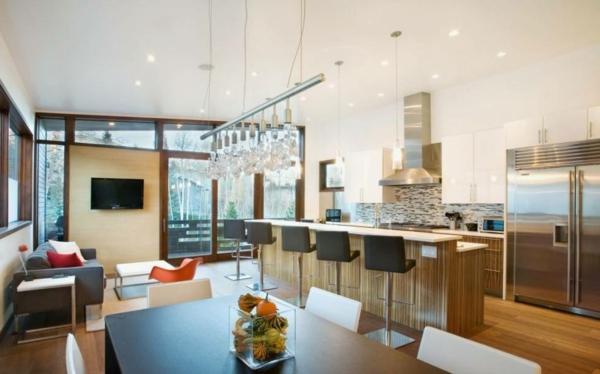 cuisine-ouverte-sur-la-salle-à-manger-intérieur-moderne-un-grand-bar