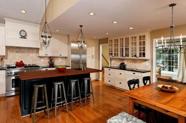 cuisine-ouverte-sur-la-salle-à-manger-intérieur-style-traditionnel