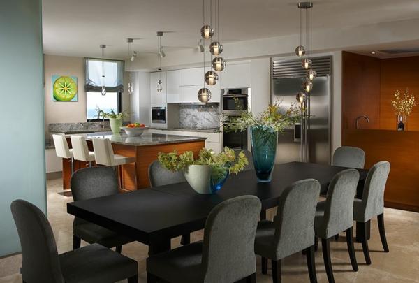 cuisine-ouverte-sur-la-salle-à-manger-lampes-pendantes-uniques