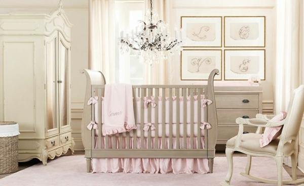 décoration-chambre-bébé-éléments-baroques-et-couleurs-douces