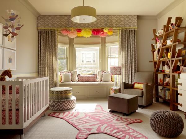 décoration-chambre-bébé-étagère-murale-unique-en-bois