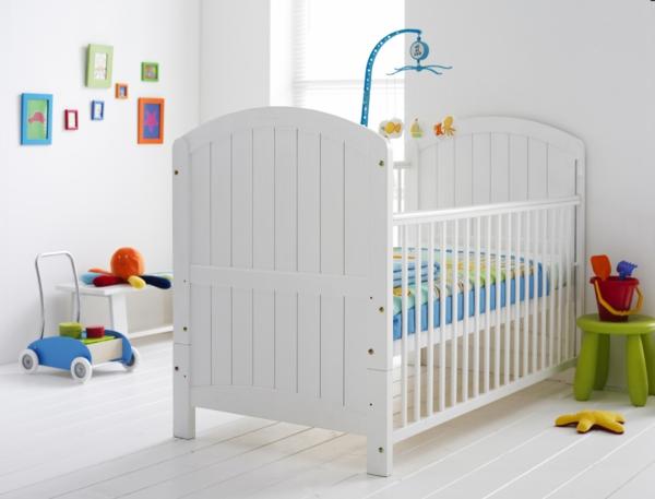 décoration-chambre-bébé-blanche