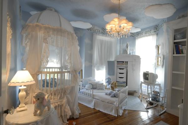 décoration-chambre-bébé-chambre-de-rêves-nuages-pendants