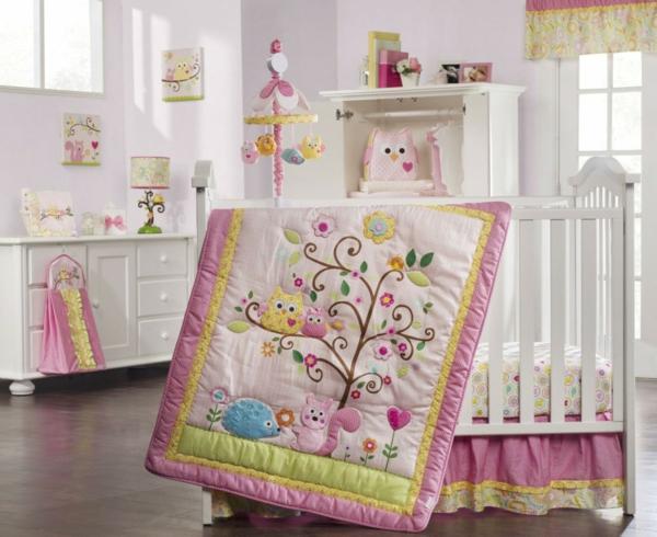 décoration-chambre-bébé-couette-de-lit-bébé
