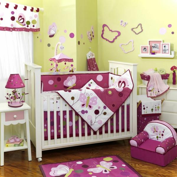décoration-chambre-bébé-déco-en-lilas-et-vert