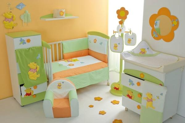 décoration-chambre-bébé-décor-en-orange-et-vert-petit-fauteuil-bébé