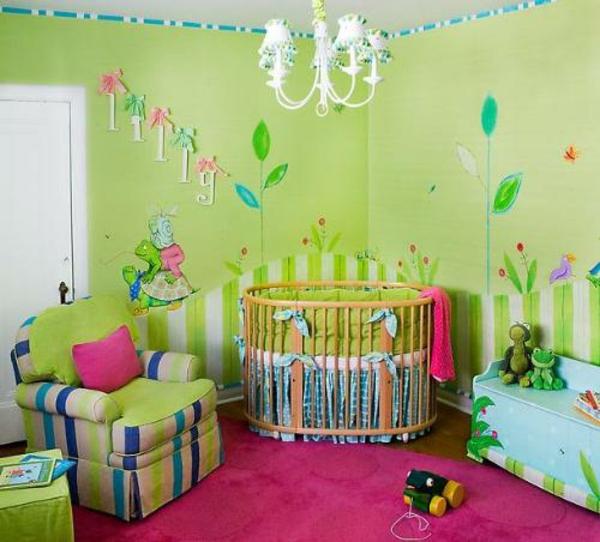 décoration-chambre-bébé--décor-vert-et-un-tapis-rose
