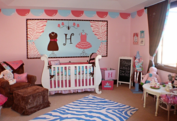 décoration-chambre-bébé-une-chambre-rose-artistique