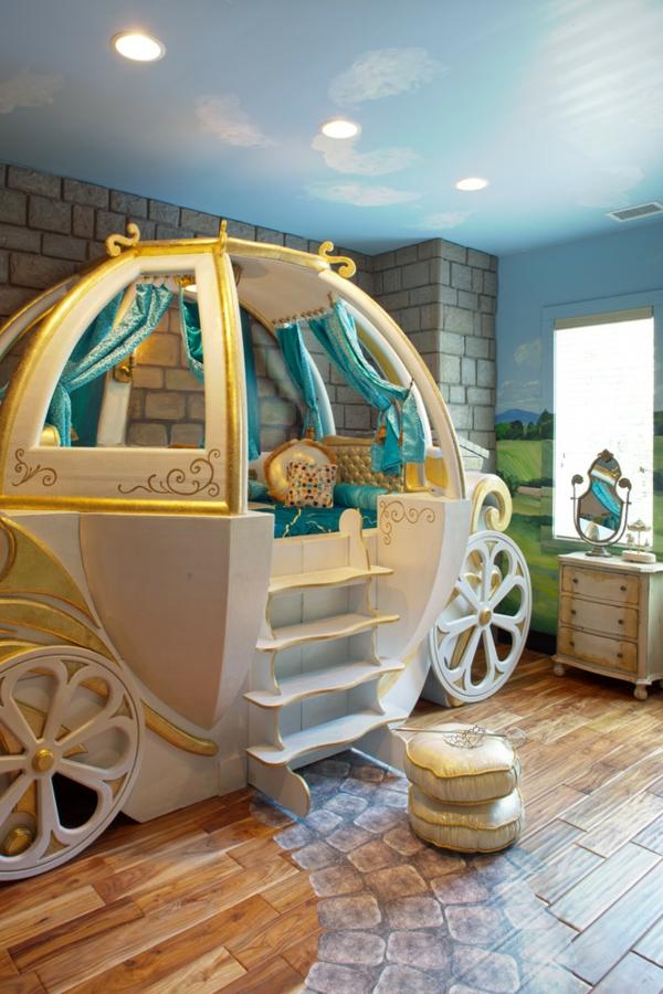 décoration-chambre-bébé-lit-carrosse-des-contes-de-fées