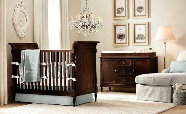 décoration-chambre-bébé-suspension-baroque-lit-et-commode-en-bois