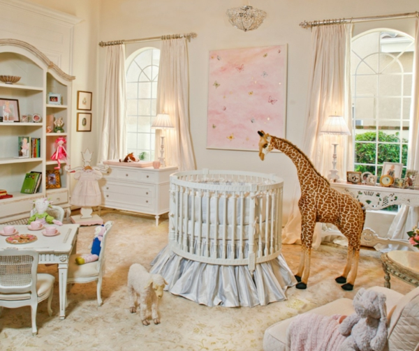 décoration-chambre-bébé-un-lit-rons-une-table-basse-et-chaises-baroques