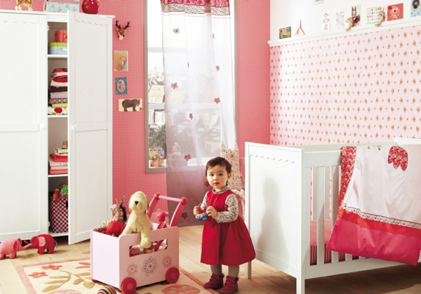 décoration-chambre-bébé-une-chambre-de-bébé-fille-à-thème-rose