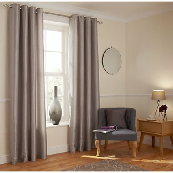design-en-gris-en-bois-avec-un-fauteuille-cronuille