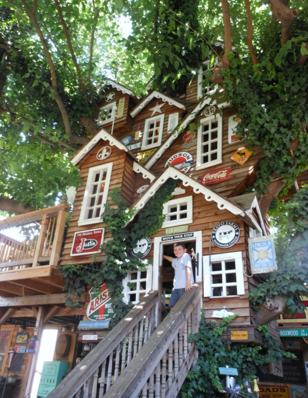 design-pour-maison-en-plastique-grande-cabane-dans-les-arbres