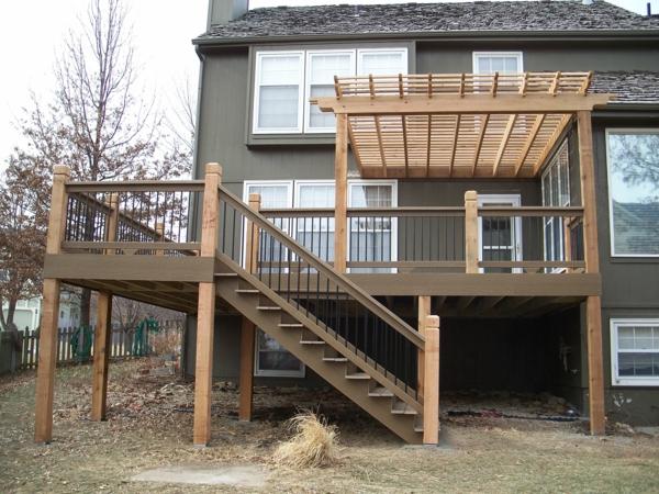 deux-étage-terrasse-en-bois-composite