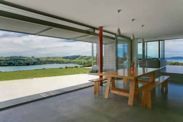 La porte coulissante vitr e la peinture est la nature for Salle a manger futuriste