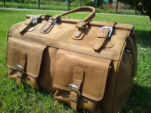 grand-sac-de-voyageen-vuir-claire-beige-rétro-et-vintage-style