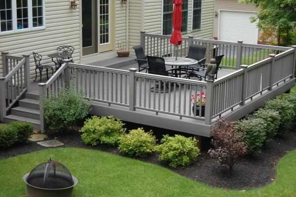 Faire une terrasse en bois composite - Terrasse en composite gris ...