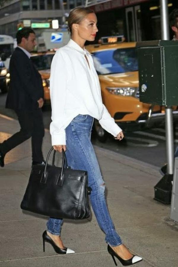jeans-et-chemise-blanche-femme-anev-des-chaussure