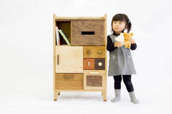 jolie-armoire-du-bois-naturel-en-différent-couleures