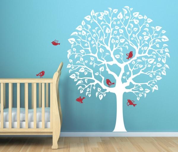 jolie-blanc-arbre-et-mur-bleu-design