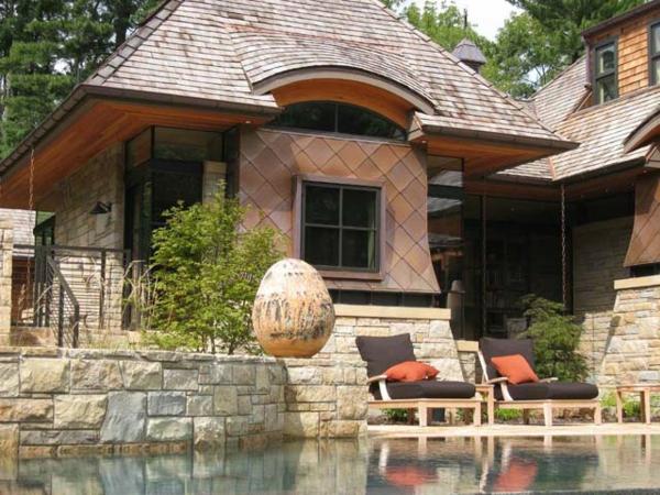 jolie-extérieur-pour-ne-villa-avec-un-piscine-design-en-pierre-et-un-oeuf