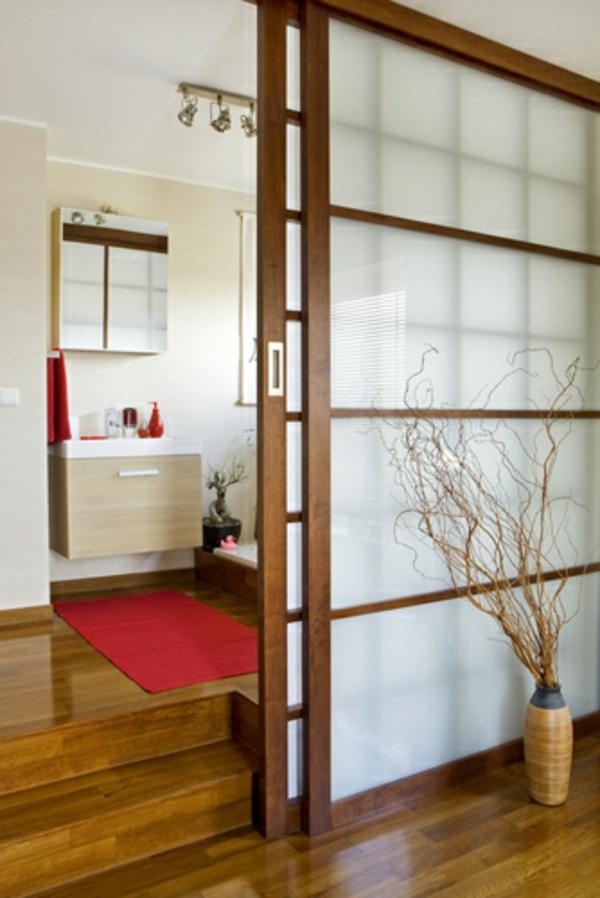 jolie-porte-japonaise-en-bois