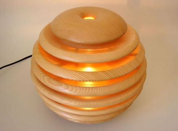 jolie-ronde-lampe-en-bois