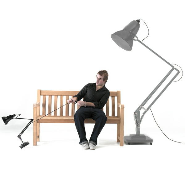 lampe-bureau-articulee-geante-et-une-petite
