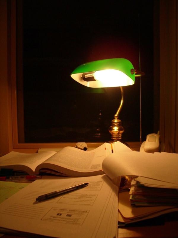 lampe-de-bureau-en-style-rétro