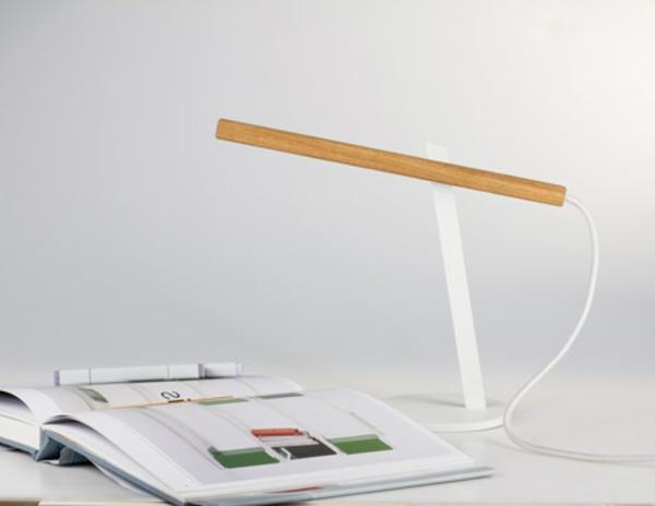 lampe-en-bois-pour-bureau
