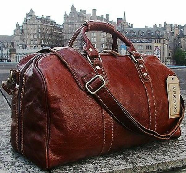 le-sac-de-voyage-en-cuire-classique-pour-une-voyage-de-rêve