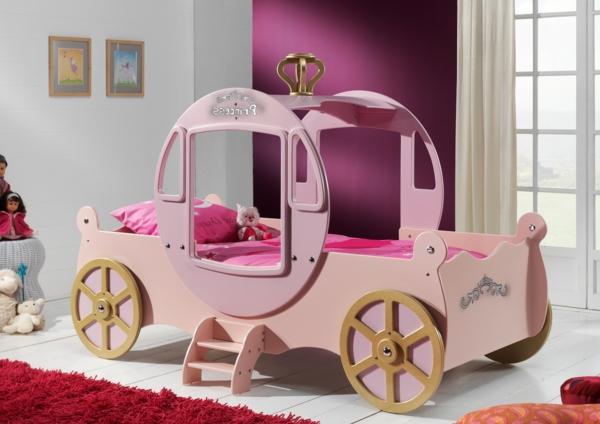 Le lit carrosse nous rappelle la magie de l\'enfance ...