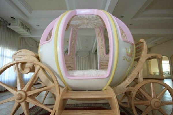 chambre princesse carrosse solutions pour la d coration. Black Bedroom Furniture Sets. Home Design Ideas