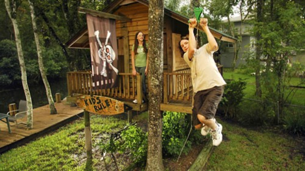 maison-dans-les-arbres-en-bois-naturel-pour-le-joie-de-vos-enfants