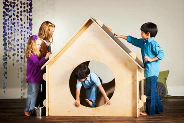 maison-en-bois-pour-enfant-mobilier-intérieur