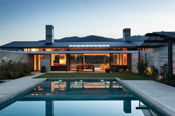 maisons-contemporaines-extérieur-avec-piscine-rectangulaire