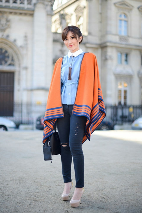 manteau-cape-en-bleu-et-orange