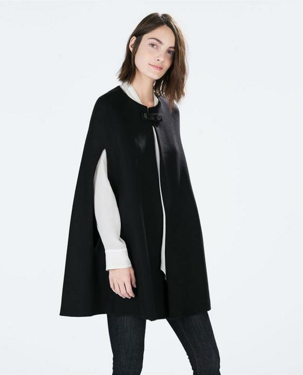 manteau-cape-noir-avec-une-fermeture-atypique