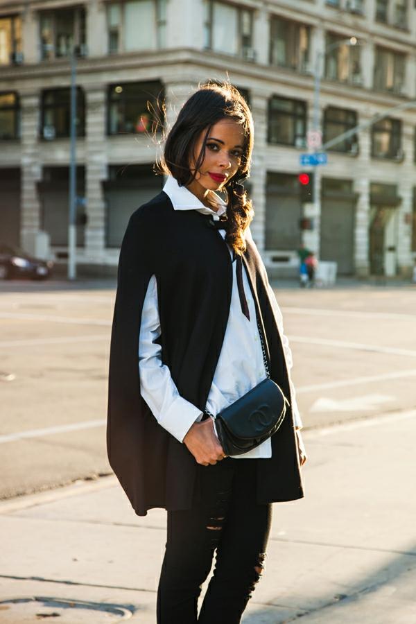 manteau-cape-noir-et-une-chemise-blanche