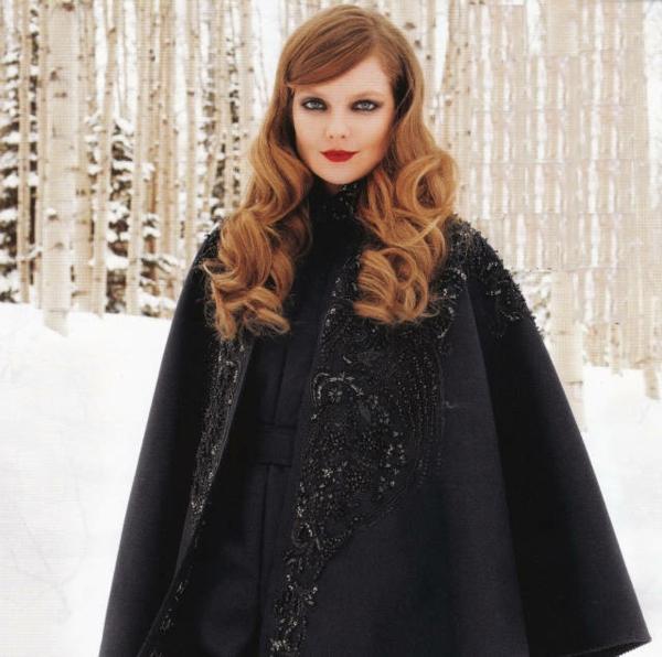 manteau-cape-noir-imprimé